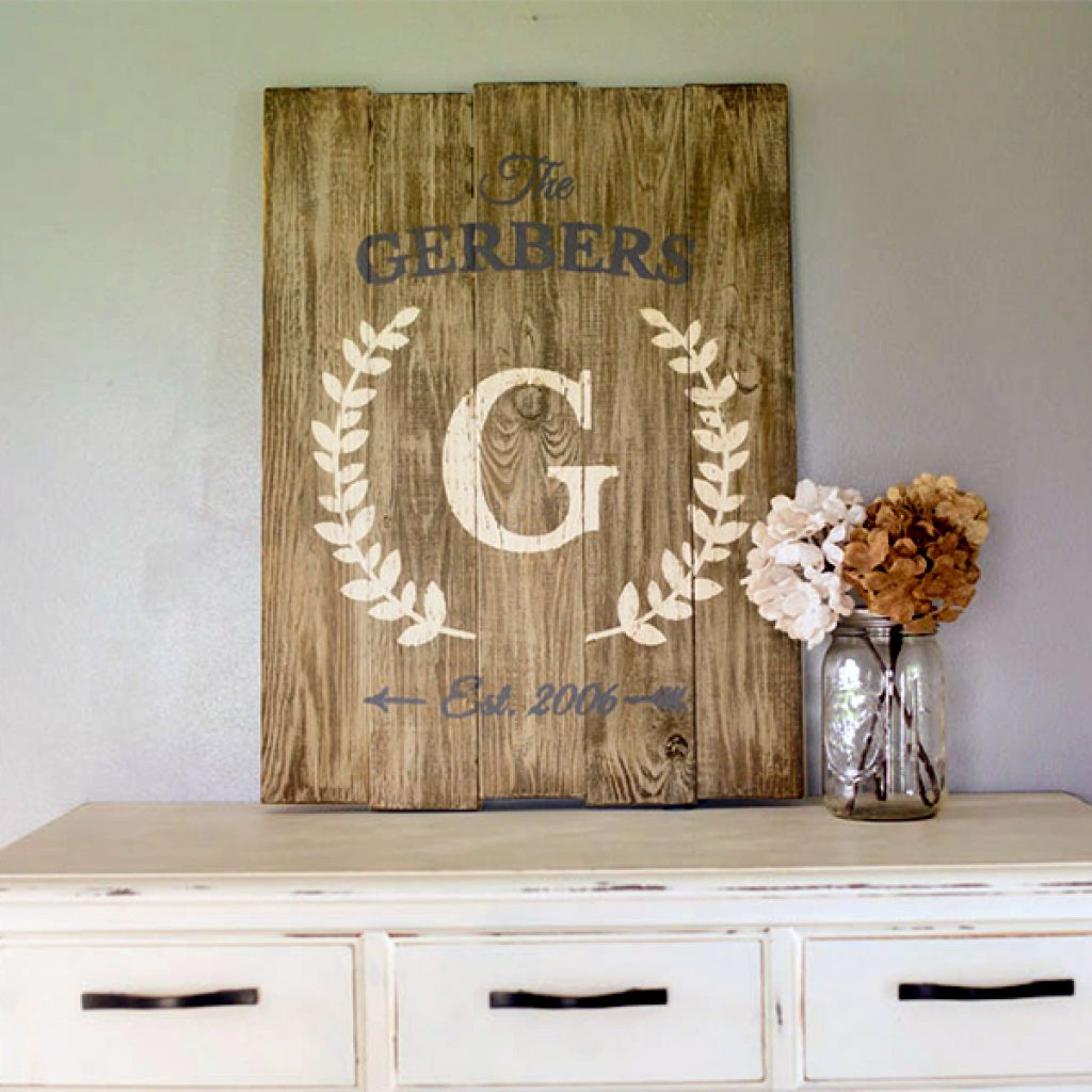 Vertical Laurel Sign – 20×24