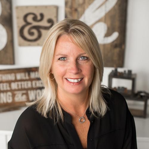 Julie Selby - Wood Sign Workshop Guru